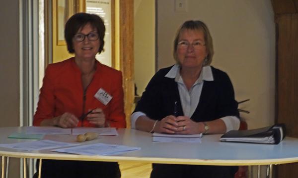 Ordförande och sekreterare på årsmötet 2015.